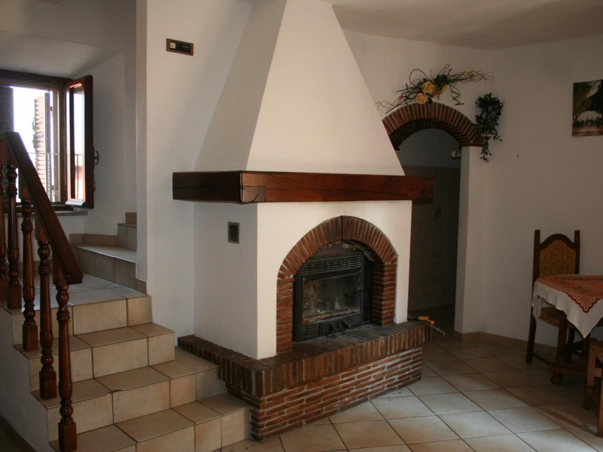 Appartamento su due piani casali toscani for Piani di cabina rustici